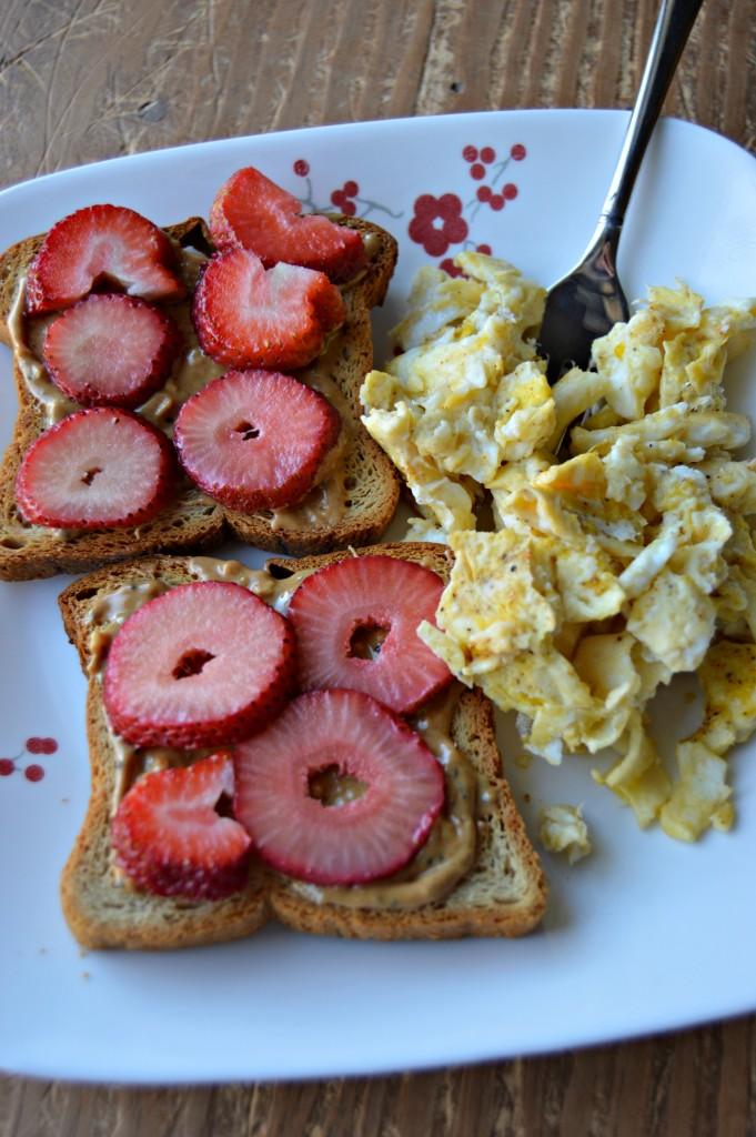 toast and eggs breakfast