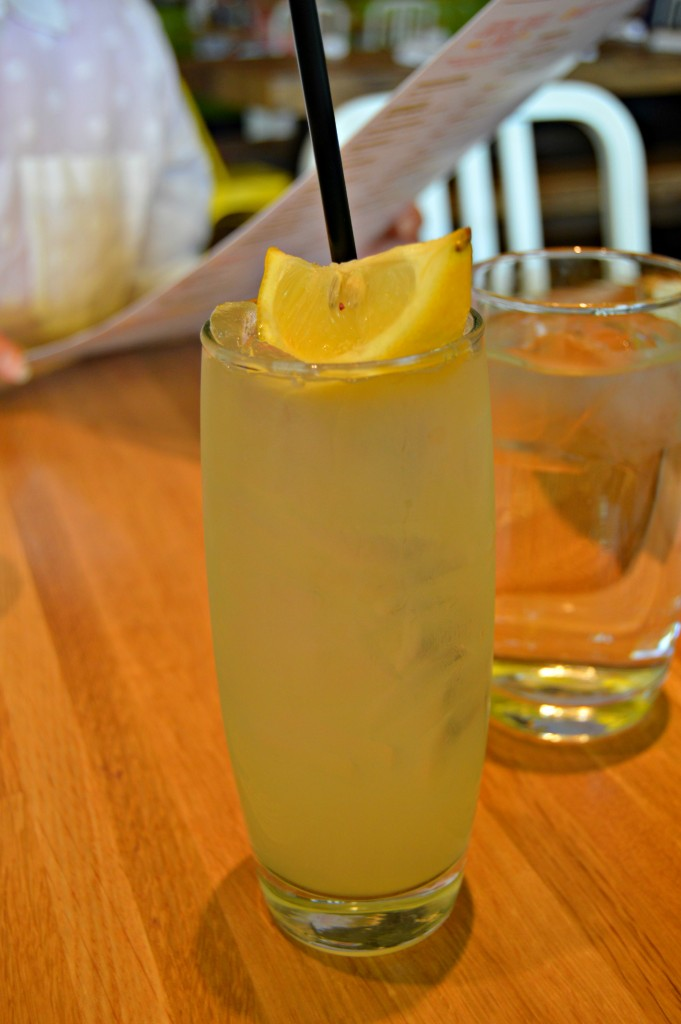 Denver_Colorado_True_Food_Kitchen_Honey_Lemonade